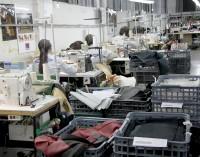 El desempleo baja de nuevo en abril