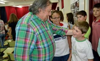 El pintor José Lucas se enfrenta a las preguntas de los alumnos del Alfonso X