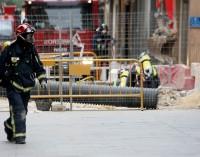 Desalojan a medio centenar de vecinos en la calle Hospital por la rotura de una tubería de gas