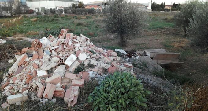 """Proteste ahora!: """"Otro nido de escombros en el campo"""""""