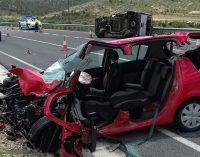 Tres heridos en un choque frontal entre un turismo y una furgoneta