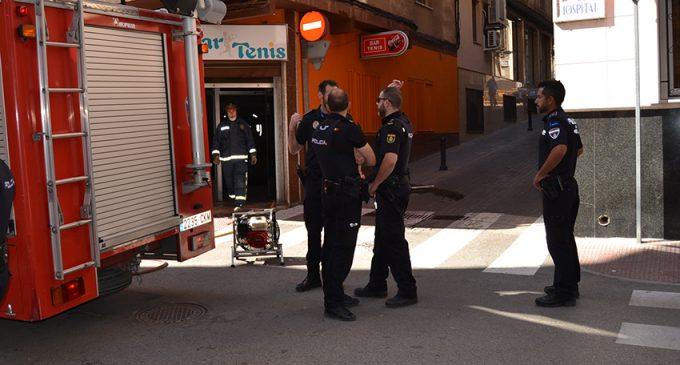 Un incendio en la cocina del Bar Tenis provoca tres intoxicados por humo