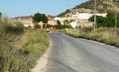 Estado de abandono en los accesos a la zona residencial de El Rasillo