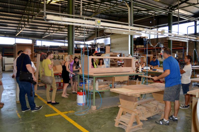 Los rusos se interesan por el mueble yeclano for Fabrica de muebles en yecla