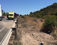 Un herido grave y otro leve tras volcar un turismo en la N344