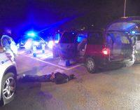 Dos detenidos tras una persecución que terminó con el coche robado empotrado contra las señales de tráfico