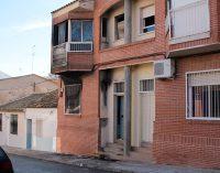 Un incendio calcina una vivienda situada en la calle Totana