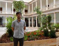 Juanli Carrión convierte en jardines la vida de los migrantes