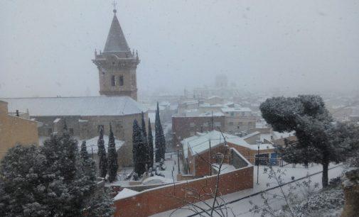 Las predicciones aciertan: Yecla se cubre con un manto de nieve