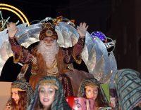 Los Reyes Magos llegaron a la ciudad cargados de balones y otros regalos