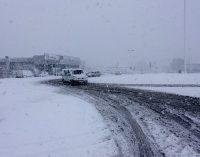 En estos momentos para de nevar en Yecla