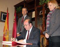El Presidente de la Región realiza una visita institucional a Yecla
