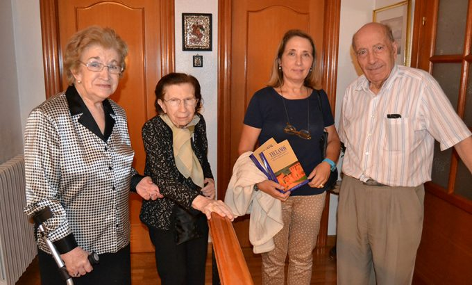 Virginia Mergelina (segunda por la izquierda) junto Carmen Ortín Marco, su sobrina Beatriz de Mergelina y el cronista de Yecla y acdémico Miguel Ortuño Palao.