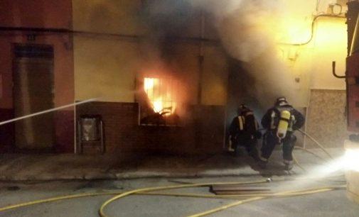 Un incendio arrasa parte de una vivienda en la calle Lepanto