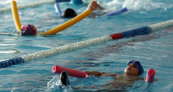La piscina cubierta municipal abre al público el próximo viernes