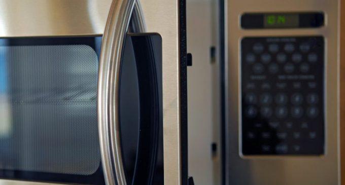 360 euros de multa por amenazar a una vecina con explosionar su microondas