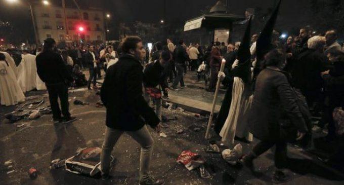 Un yeclano herido en los tumultos de La Madrugá sevillana