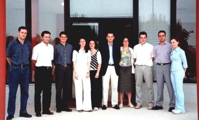 Joaquín Gómez (segundo por la izquierda), junto a Javier Celdrán (centro con chaqueta negra) y José Francisco Puche (segundo por la derecha) en una foto cuando los tres coincidieron en CETEM en el año 2001.