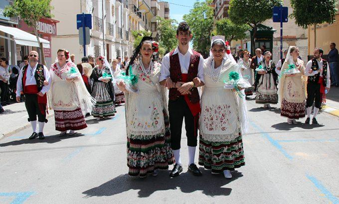 La procesión trascurrió en un día de calor.