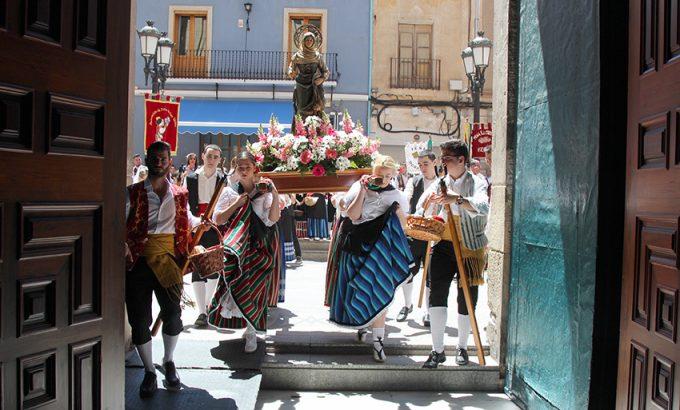 La imagen de Santa María de la Cabeza entra en la basílica al terminar la procesión.