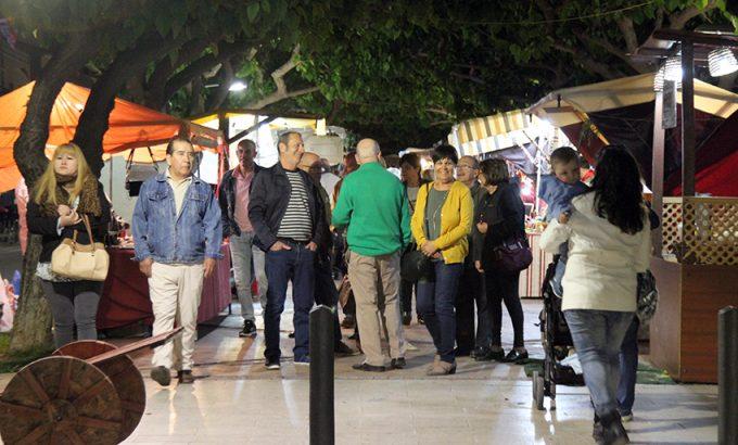 Los vecinos acudieron en buen número al mercado de San Isidro.