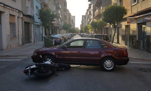 Tres motoristas heridos en sendos accidentes por colisiones contra turismos