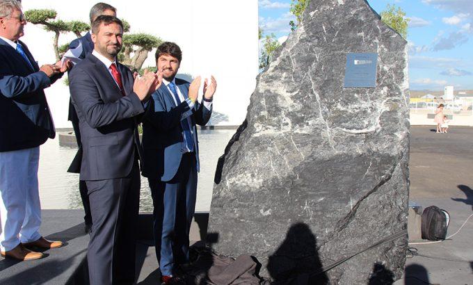 El presidente de la Región de Murcia y el Gerente de Gomarco descubrieron la placa conmemorativa de la inauguración.