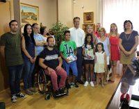 Bienvenida a dos niños saharauis y a sus familias de acogida