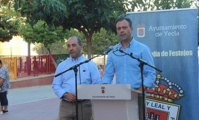 El alcalde, Marco Ortuño, y el concejal de Festejos, Jesús Verdú, en la presentación de la programación de la Feria.