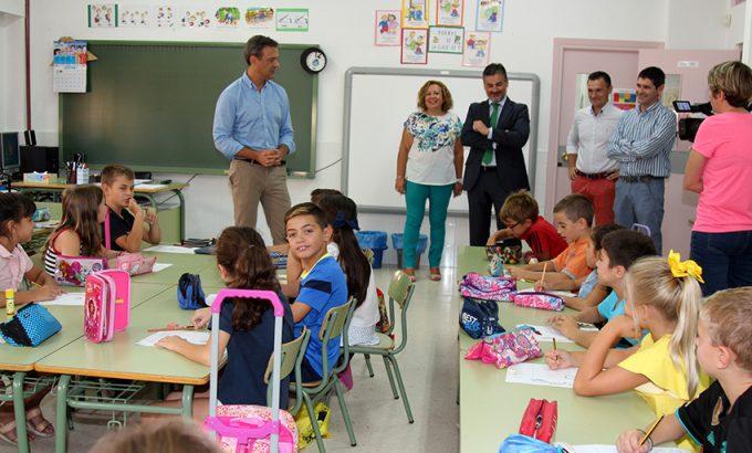 Marcos Ortuño y Sergio Pérez esta mañana en el colegio Miguel Ortuño.