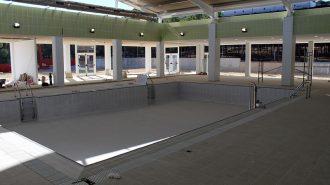 Visitamos las obras de ampliación de la piscina cubierta