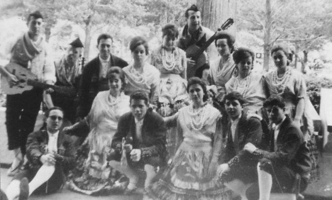 Año 1964. Coros y danzas en Nueva York.