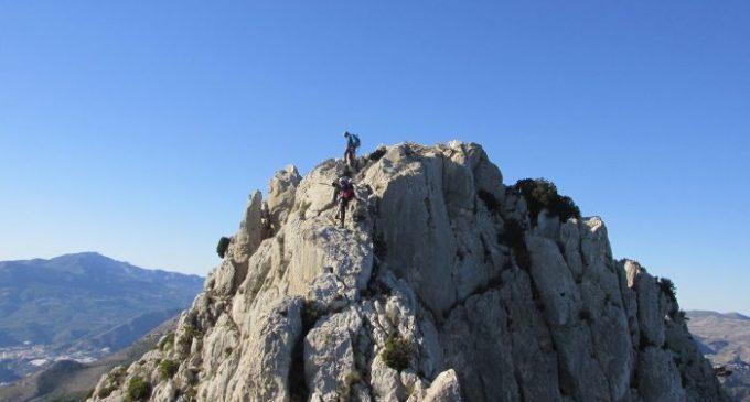 Espectacular subida del Club Montañero a la Cresta de Bernia