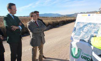 Jódar supervisa la terminación de las obras en el camino de la Hoya del Mollidar