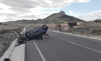 Espectacular accidente en la N-344 con un herido leve