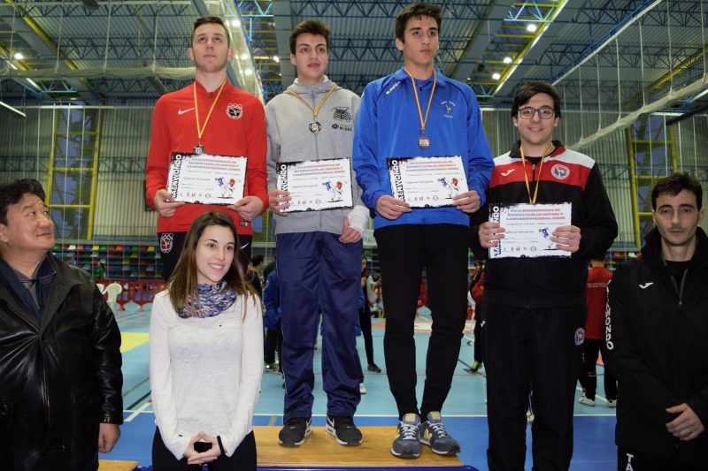 podium ramon junior combate oro