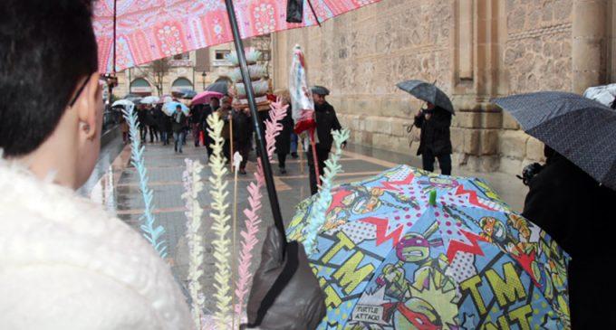 San Blas se refugia de la lluvia en el interior de la basílica de la Purísima